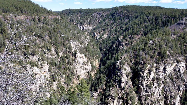 Looking around at the top of Oak Creek Canyon
