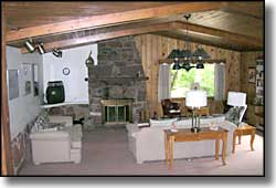 Dodgeton Creek Inn living room