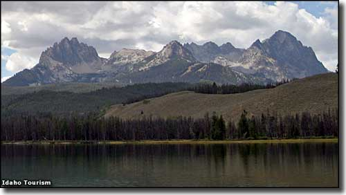 Sawtooth Wilderness across Little Redfish Lake