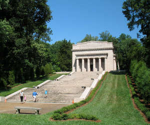 Memorial at the Abraham Lincoln Birthplace National Historical Park