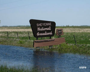 A boundary sign at Sheyenne National Grassland