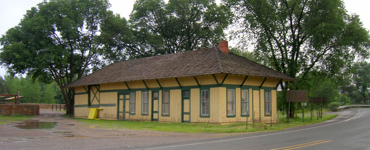 The old Capitan train station