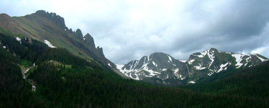 A northern view of the Nokhu Crags in Colorado
