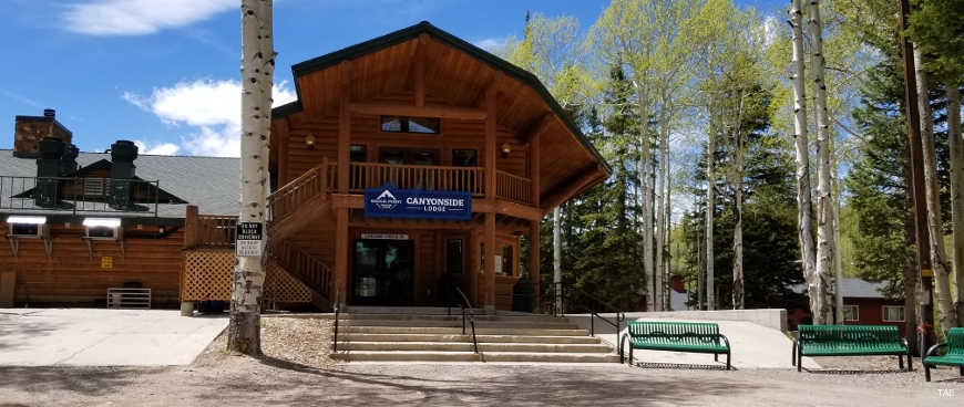 The main entry to the Canyonside Lodge