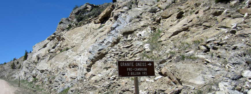 Sign marking an outcropping of Granite Gneiss from the Precambrian era, about 3 billion years old