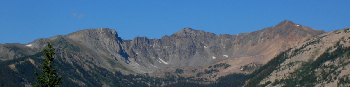 Rocky Mountain National Park: A view of the Never Summer Mountains