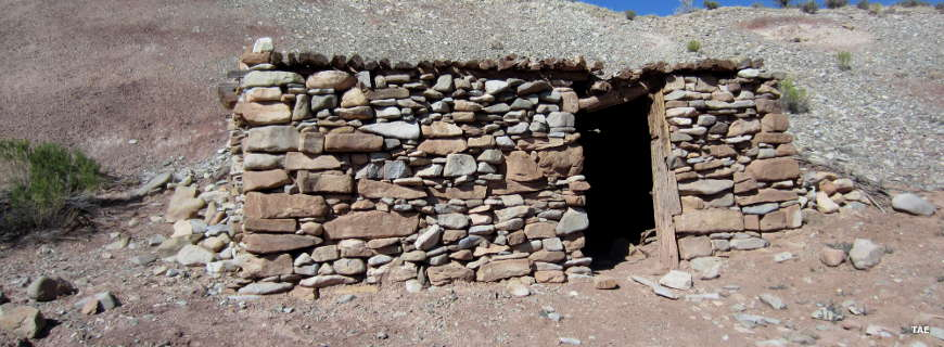 Settler's cabin: Bull Creek Pass Back Country Byway