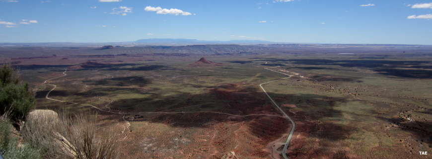 Looking south across the desert of southeastern Utah from the top of the Moki Dugway